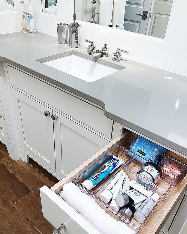 Happy Friday! I hope y'all's today started with a bathroom top drawer as organized as this one! 👀 @neatmethod  #neatdc #organized #organizedlife #bathroomgoals #bathroomorganization #bathroom #topdrawer #rsorganizing #organizedhome #livesimply