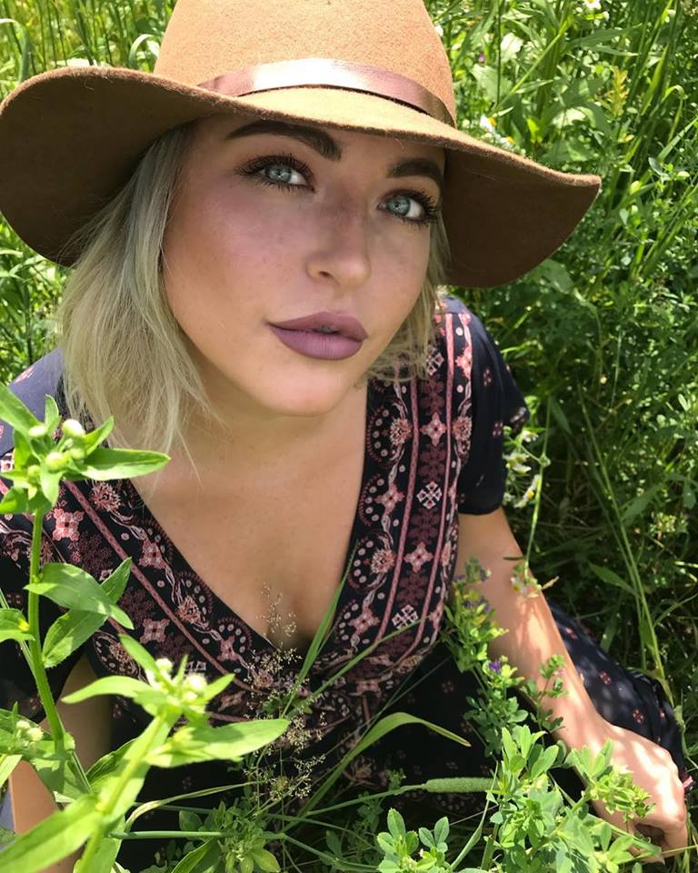 Meet Elle! - Elle is an Aveda Institute graduate who has been growing her beauty business for 7 years with a niche focus in the wedding industry.