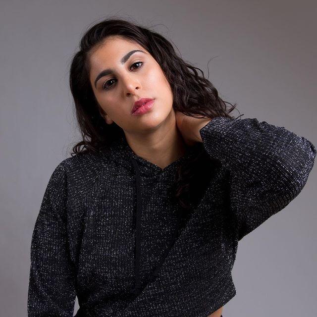 This is my formal sweatshirt . 📷 @iamjwphotography @theikphoto 💄 @clutch_co . . . . . . . . . #iamjwphotography #jwphotography #headshots #canon #portrait #nyc #makeup #natashajmua #standup #naturalmakeup #comedian #comedianne #studio #sweats #forever21 #glitter