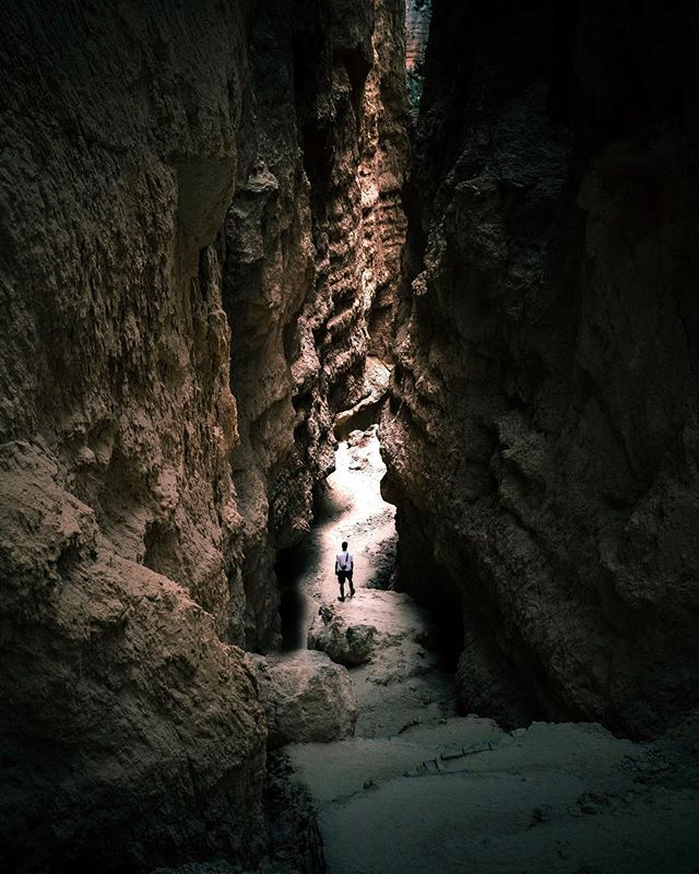 /Canyon Crawling/ Trying to get a shot in Bryce with no one in it is a feat in itself. . . . . . #utahgram #voyaged #createexplore #fantasticearth #voyaged #createexplore #fantasticearth #ourplanetdaily #lostshots #brycecanyon #nationalparks #gramfam #trailchat #amongthewild #everytrailconnects #optoutside #wearewild #way2ill #forbiddenart #heatercentral #gramslayers