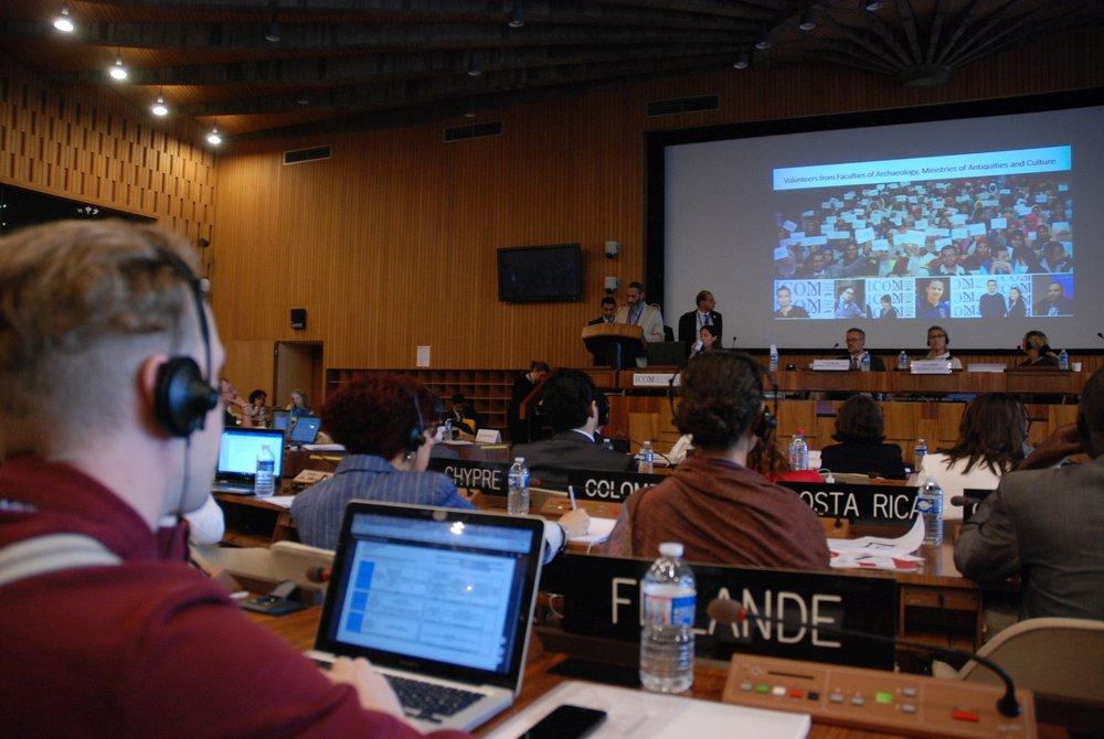 Vuoden 2022 yleiskonferenssin ehdokas Aleksandria esittäytyy vuosikokousväelle. Kuva: Eero Ehanti