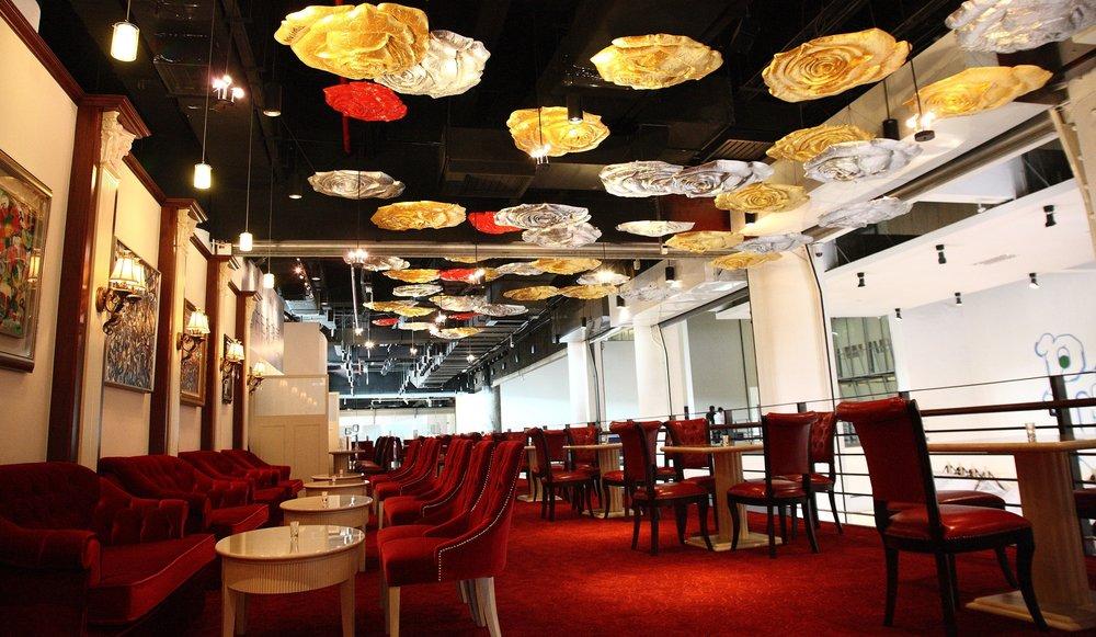 2010年 Robert Huang 黃騰輝 台灣國立美術館-99朵會飛會飛的玫瑰雕塑作品