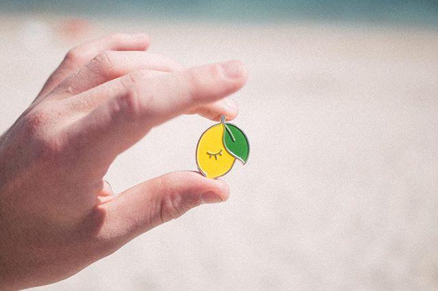 Un zeste de citron⠀ ⠀ ⠀ ⠀ #tissue #broderie #embroidery #handmade #rennes #stmalo #stcast #inspiration #modernembroidery #etsy #embroideryart #contemporyembroidery #sechelarmes #holidays #love #pin's #pins #summer #august #sea #beach #love #summertime ⠀