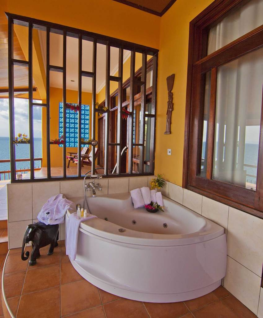 Kigoma Hilltop Hotel Accommodations | Deluxe Suite