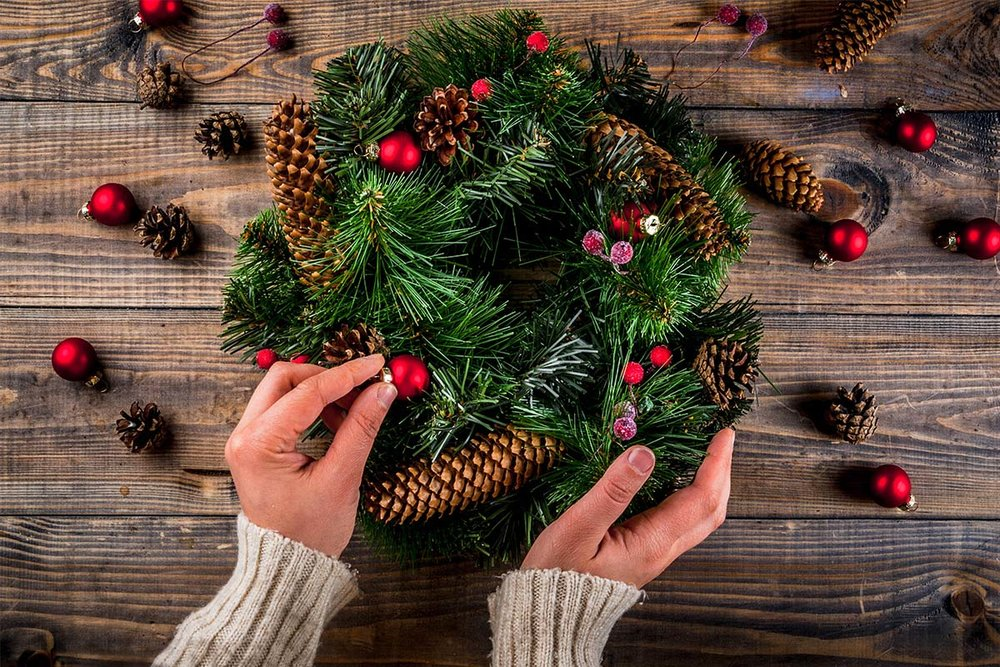 Christmas-Wreath-Decorating.jpg