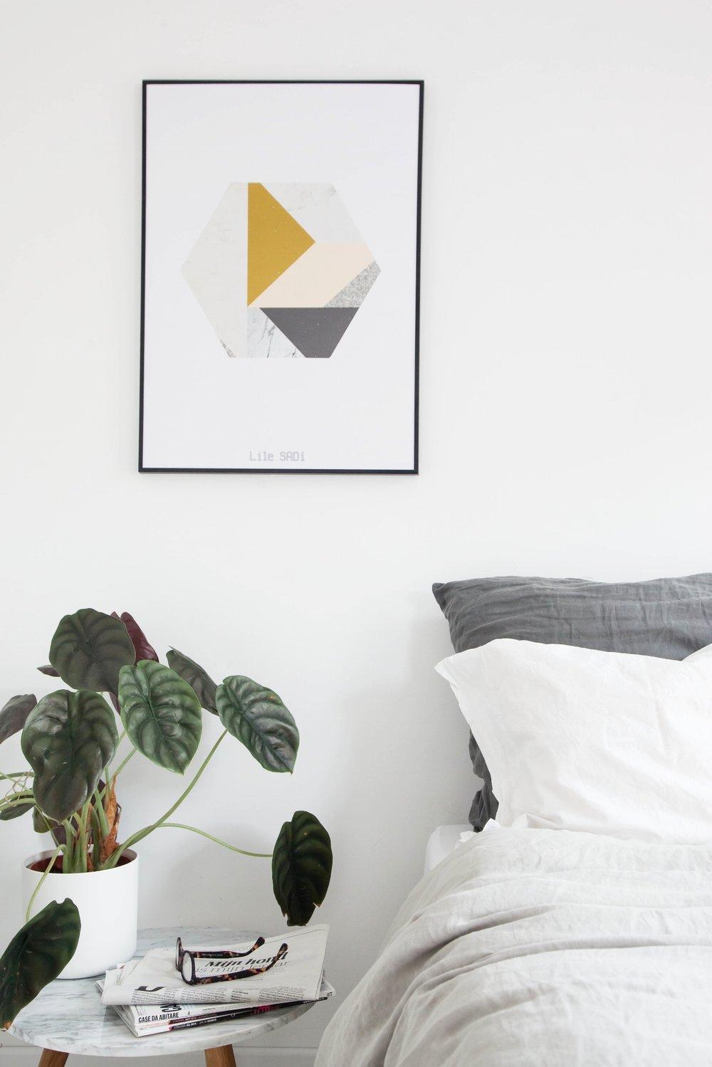 Poster Marble Hexagon_bedroom.jpg