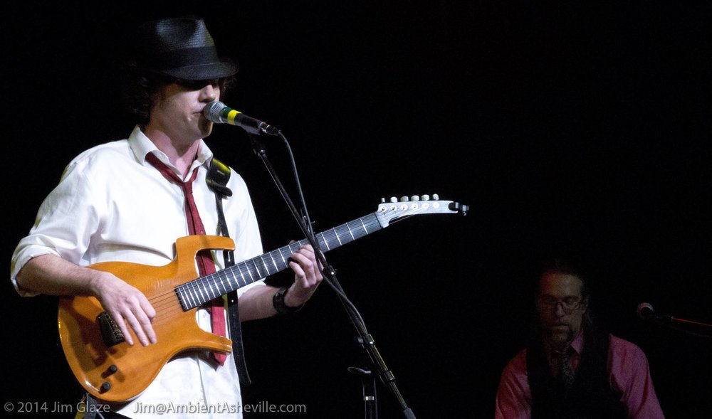 Concert and CD Review: Jeff Thompson - Front Row Focus