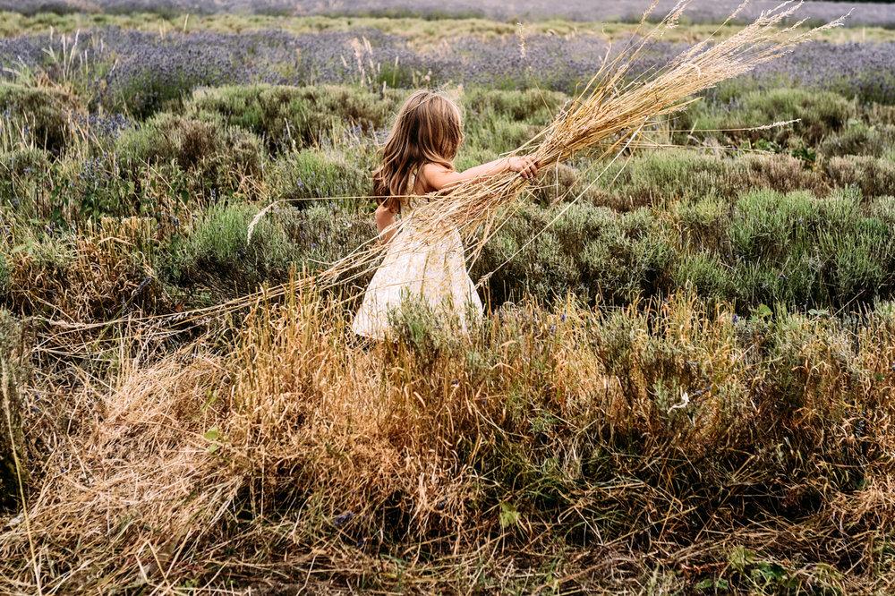 girl-straw-photo-session-somerset.JPG