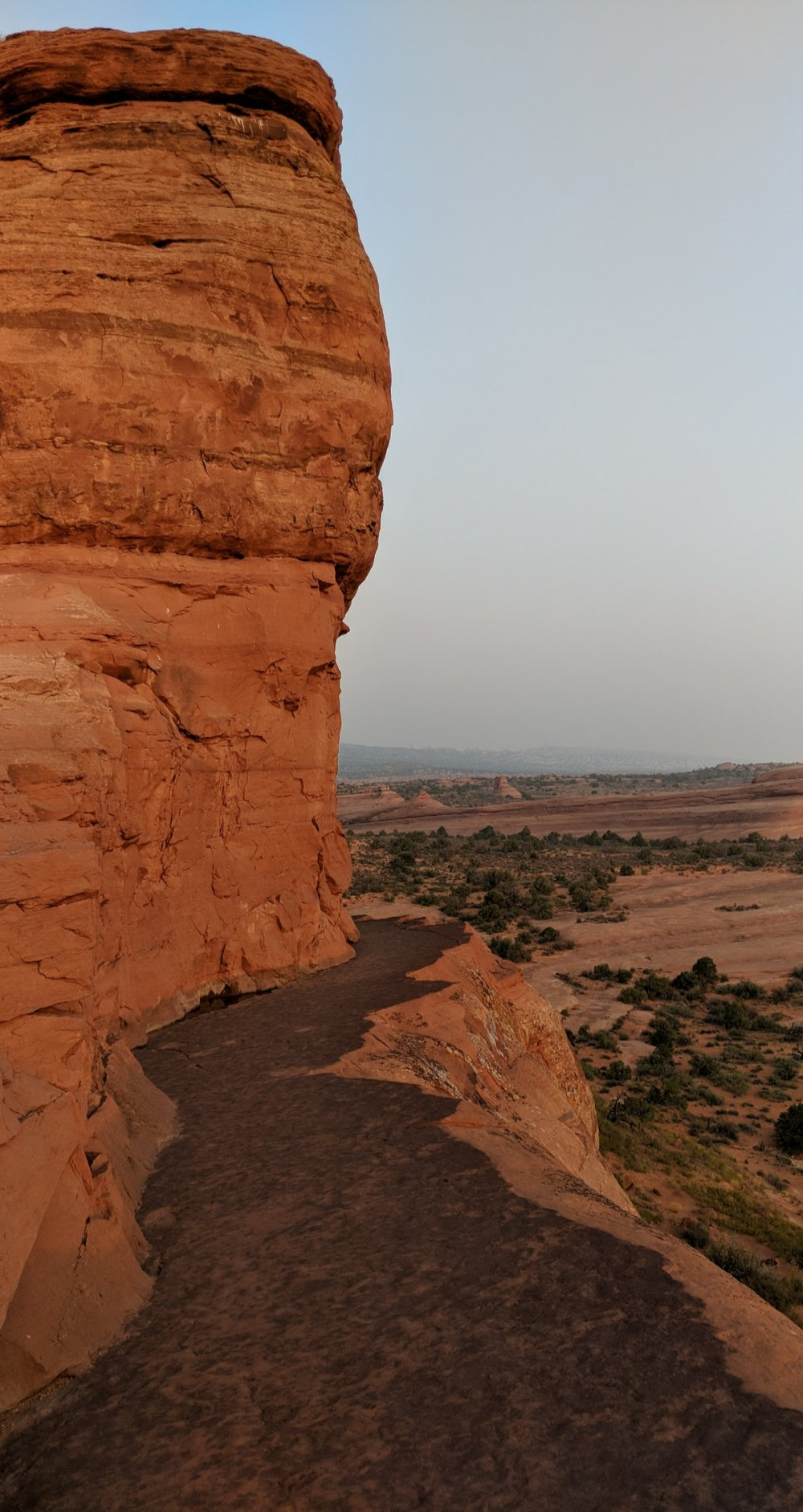 The ledge on the last bit of trail up to Delicate Arch