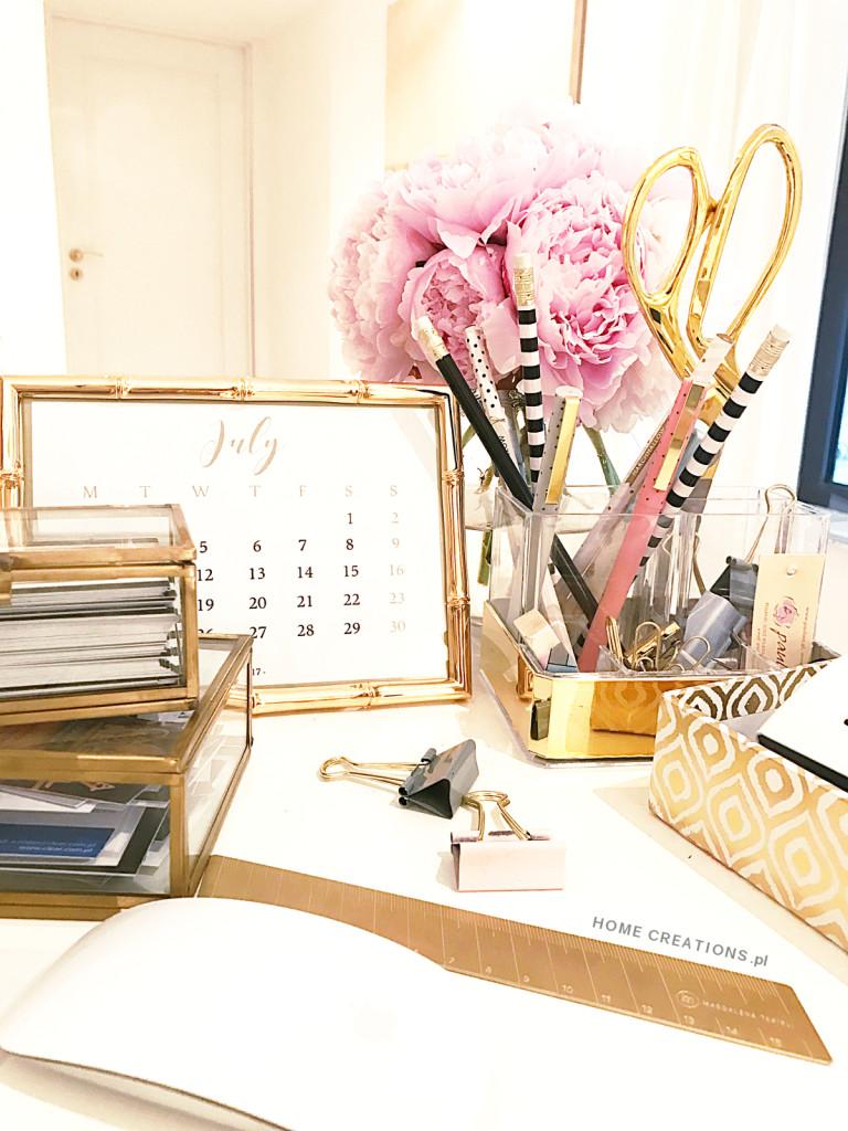 Kalendarz na biurko - Minimalistyczny, elegancki, idealny.
