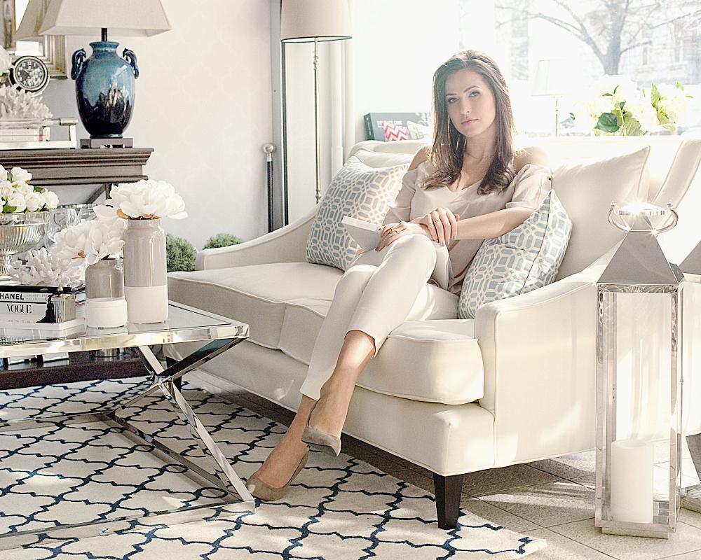 O mnie - Nazywam się Magda Zajączkowska i od lat zawodowo zajmuję sięwnętrzami - bloguję, projektuję, a ponadto jestem założycielkąmarki Mint Grey.