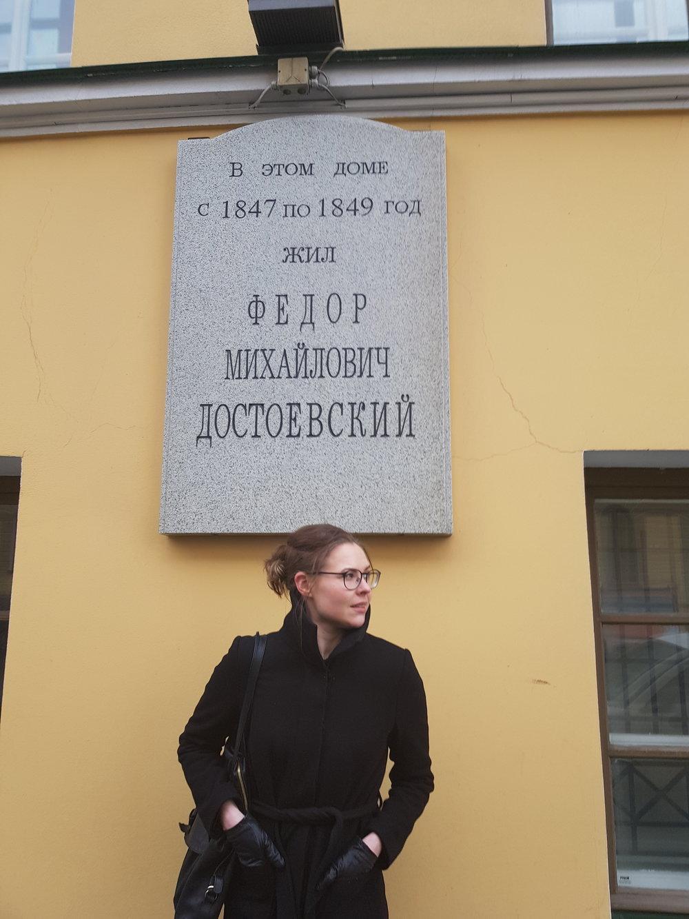 """Dostojevski kirjoitti hulluja liuskamääriä pakon, eli velkojien edessä. Tosin hänellä taisi olla sihteereitä, jotka kirjoittivat ja hän vain """"saneli"""". Kun itsekin päästelisi suustaan sellaista, joka soveltuisi heti kansien väliin..."""