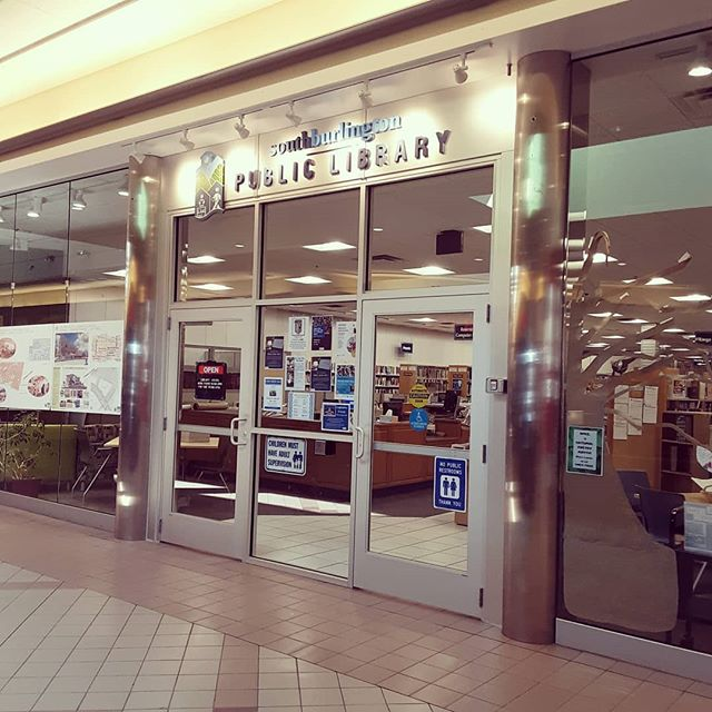 LOVE THIS!!! While @sblibrary is waiting for their new library to be built they have moved to an empty store front in the local shopping mall. With so many malls shutting their doors, I think using them in this way is genius. I would love to know if having the library in the mall has increased library attendance OR increased mall attendance....👏👏👏 #thelibraryhop #vermont #librarymagic #southburlington #universitymall #publiclibrary #publicspace #reducereuserecycle #shoppingmall #target
