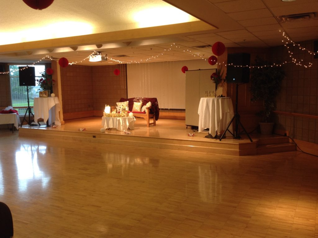 Picture of the AV for You audio set-up for a wedding at the Maple Grove Community Center