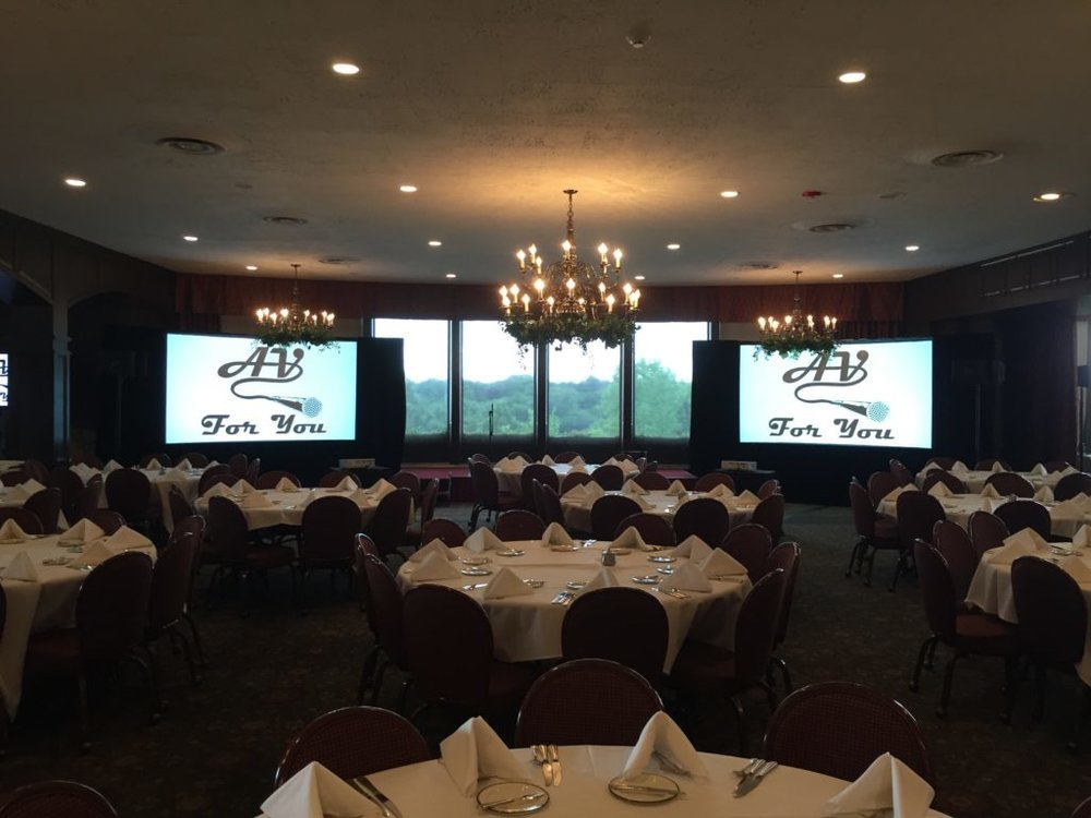 Picture of the AV for You audio visual set up for Friends of FANA Gala Fundraiser at Town and Country Club