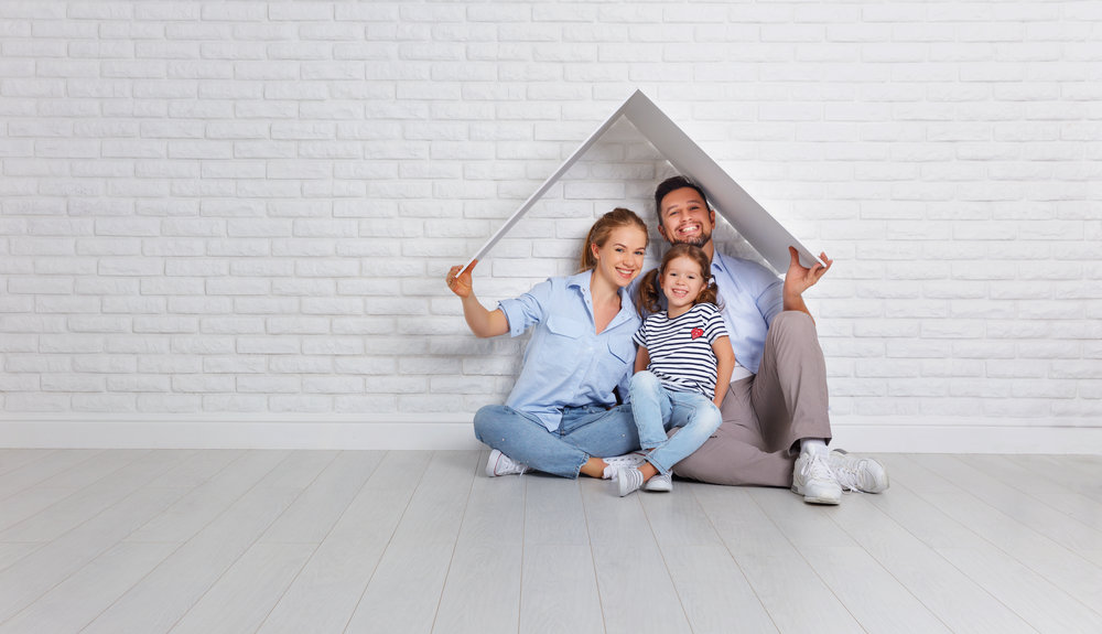 family_white_brick_wall_house_interior-914362070.jpg