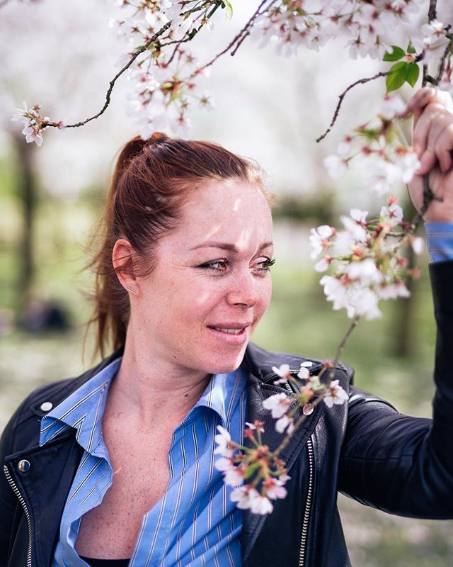 Blossom girl @simoneluneburg / my sweet girlfriend #blossom #portraitphotography #portfolio #natureshots #amstelveen