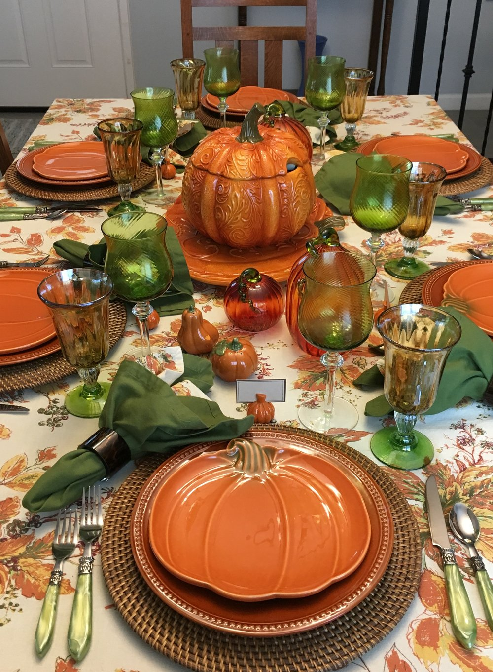 So it's time for a fall table setting. I have been pondering this one for a while and finally pulled it together so we can enjoy it for a bit before the Halloween one. The tablecloth and print napkins are April Cornell from HomeGoods. I really love that leaf design. The green napkins are from Pier1 I think. I often buy napkins there on sale.