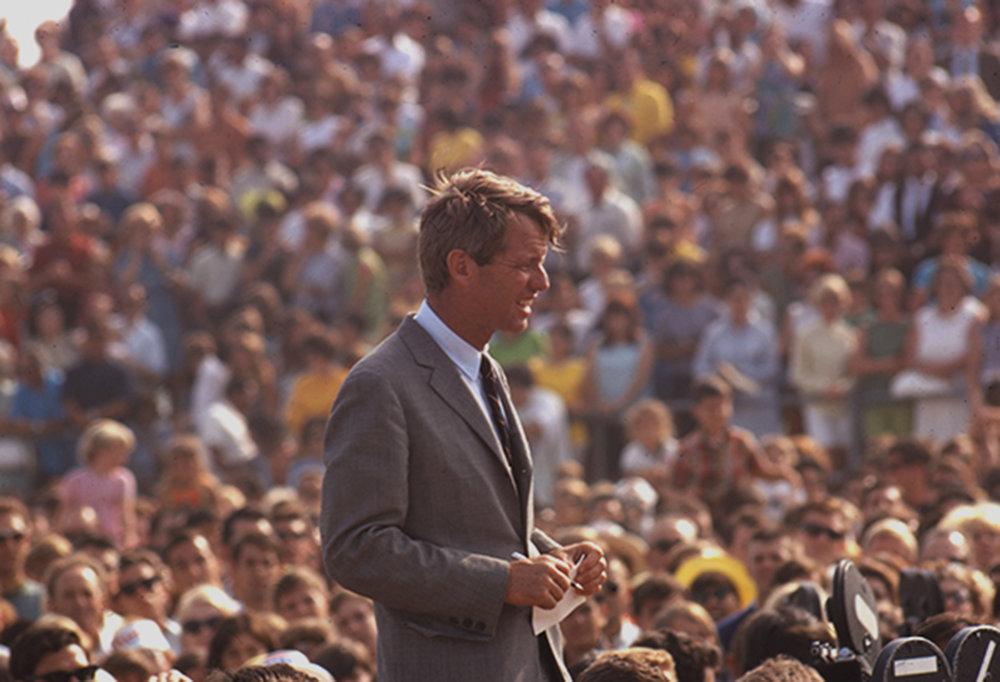 Robert-Kennedy-campaigning.jpg