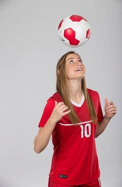 janine-beckie-canadian-soccer-player-5.jpg