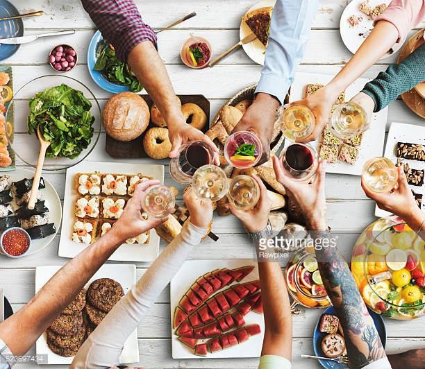 Brunch 1 - Pålæg - Rullepølse og spegepølse m/tilbehørAmerikanske pandekager M/sirupScramble eggs m/baconSmå kanelsnegle eller brunsviger2 slags oste - brie og skære2 slags marmeladeRugbrød og hjemmebagte boller, smørKaffe/te____________________________119.00 kr. pr. couvert(Foto er vejledende)