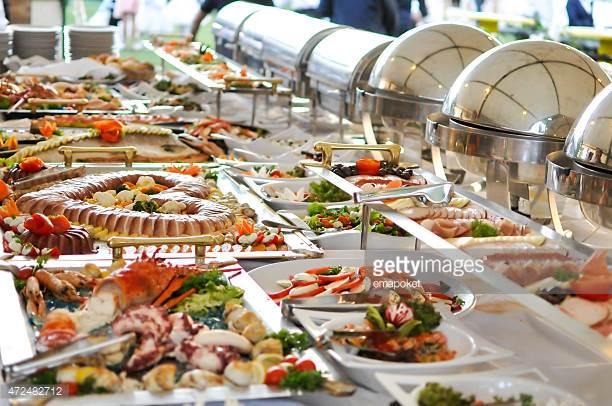 Buffet - Buffet indeholder2 retter fra kolde anretninger2 retter fra varme anretninger1 ret fra luksus varme anretninger,2 retter fra kartofler2 retter fra salaterI alt 9 retterPr. couvert inkl. Brød/smør 199.00En ekstra valgfri kold, varm eller luksus anretning, pr. couvert 20.00En ekstra valgfri ret fra kartofler eller salater, pr. couvert 14.00Derudover kan der tilvælges desserterNr. 101 Frugtsalat 48.00Nr. 102 Frugtfad med friskfrugt 35.00Nr. 103 Ostelagkage 45.00Nr. 104 Hjemmelavet lun frugttærte 45.00Nr. 105 Hjemmelavet flødelagkage 47.00Nr. 106 Brieost med kiks og druer 38.00Nr. 107 Kaffe - The 20.00(Foto er vejledende)