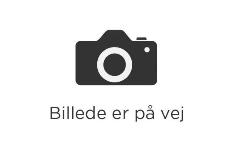 Nr.31 Islagkage - Hindbær islagkage.Pr. couvert 45.00 kr.(Foto er vejledende)