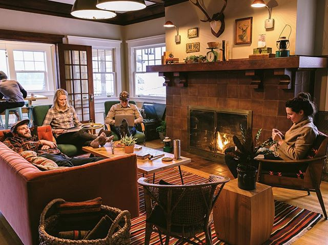 Getting cozy around the fire 🔥 - - - - - - - 📷@chelseaparrett designed by @katiebalmanno  #pnw #pnwonderland #hoodriver #oregon #campvibes #lodge #bedandbreakfast #adventure #getoutside #welcome #lodgelife #pendleton