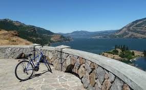 - Along the route, there are viewpoint pullouts and remnants of the old Historic Highway, which are perfect spots for a water or snack break.