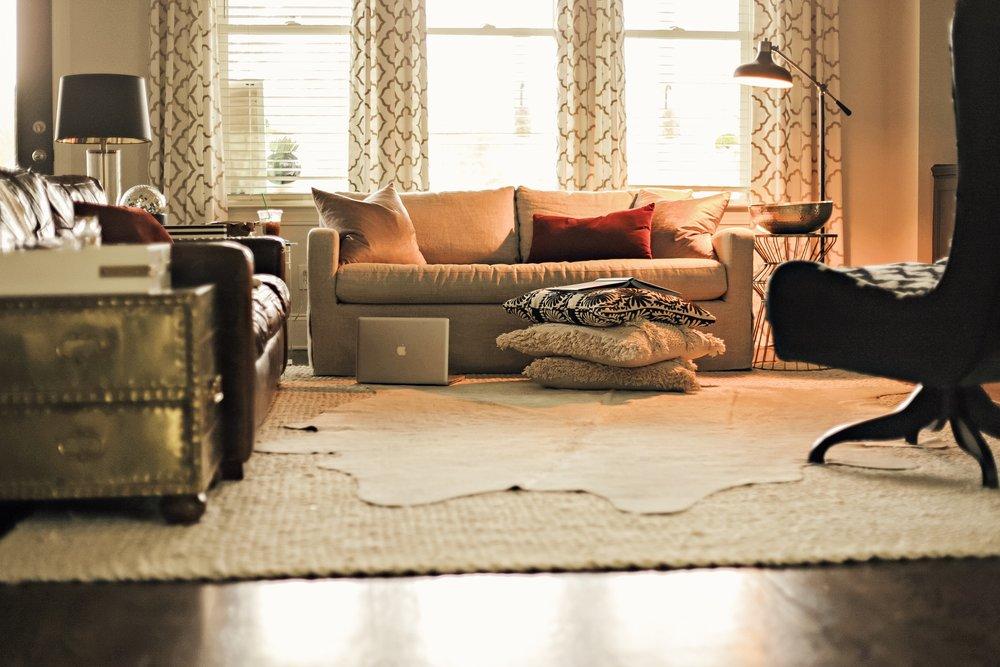 living_room_no_coffee_table_.JPG