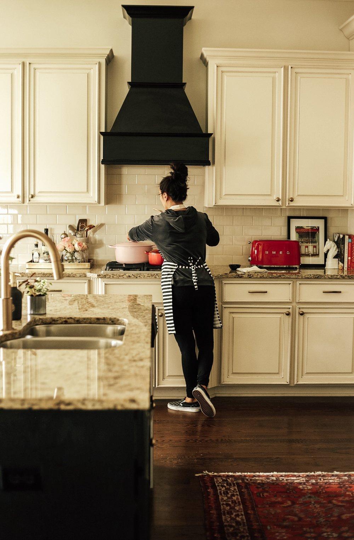 kitchen_blackhood.JPG