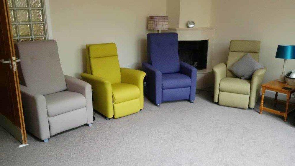 Highland-Hospice-Chairs-_0001_Highland-Hospice-Day-Service-room.jpg