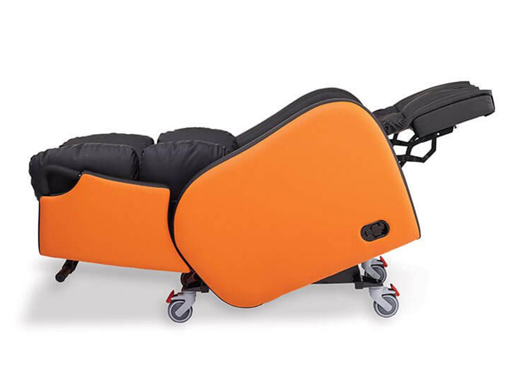 OSKA® Pressure Care Seating_OSKA Tune Pressure Care Chair_fully reclined