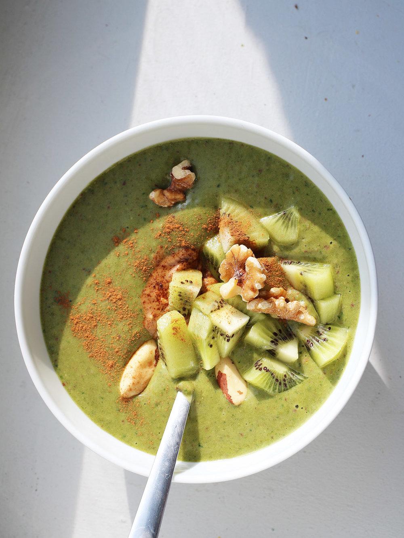 super-healthy-cinnamon-green-smoothie.jpg