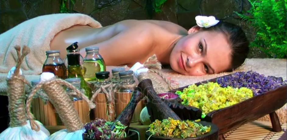 thai_hot_herbal_compress_massage.jpg