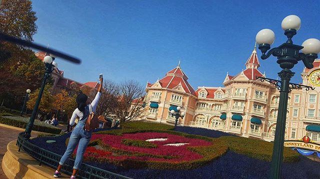 Guess where? - Hass😋  #Europe #Tourist #TravelBlogger #ThatReOfSunshine #MickeyMouse #InstaTravel #lifestyleblogger #adventure #NeverLiveABoringLife #Travel #TravelBlogger #AdventuresWithRé #WanderLust #DoYouTravel #TravelMore #Travelbug  #Traveler #TravelPhotography #Travelgram #InstaTravel #traveldiaries #MyTravelGram #Travelling #Paris #France #DisneyLand