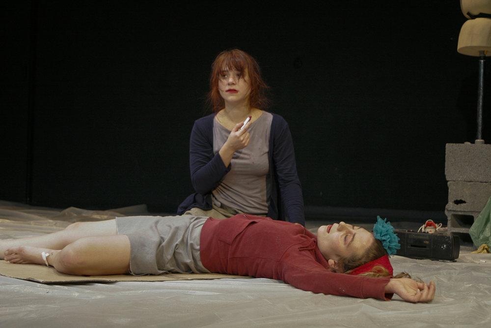 LES SOULIERS ROUGES - * Tout publicD'après Tiziana Lucattini Mise en scène : Kevin Keiss et Lyly Chartiez30 représentations dans le Nord et Paris