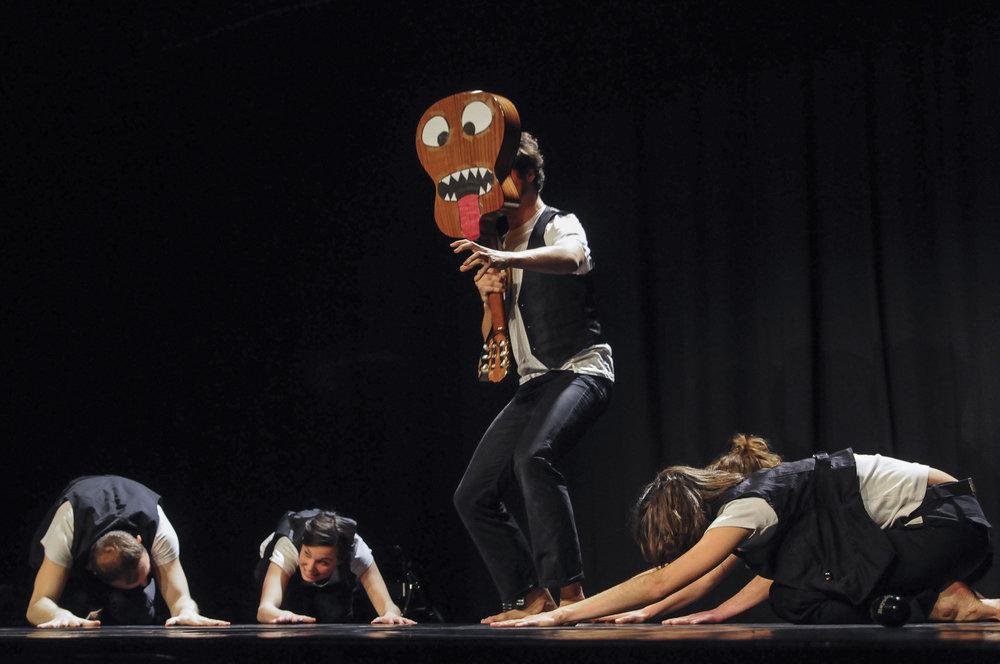 PETIT BODIEL - * Jeune publicD'après les textes d'Amadou Ampathé BaMise en scène collective+ de 100 représentations en France entière