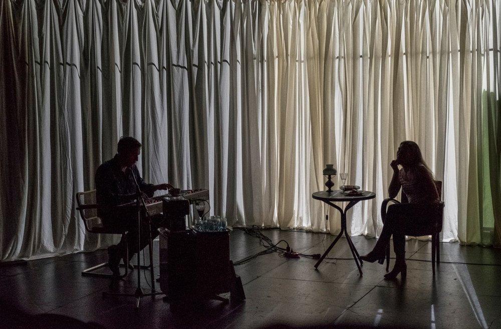 Ô MA MÉMOIRE - * Tout publicTexte : Sarah Lecarpentier et Kevin KeissMusique : Simon BarzilayCo-production : CDN de Caen – Haute Normandie+ de 30 représentations depuis la création