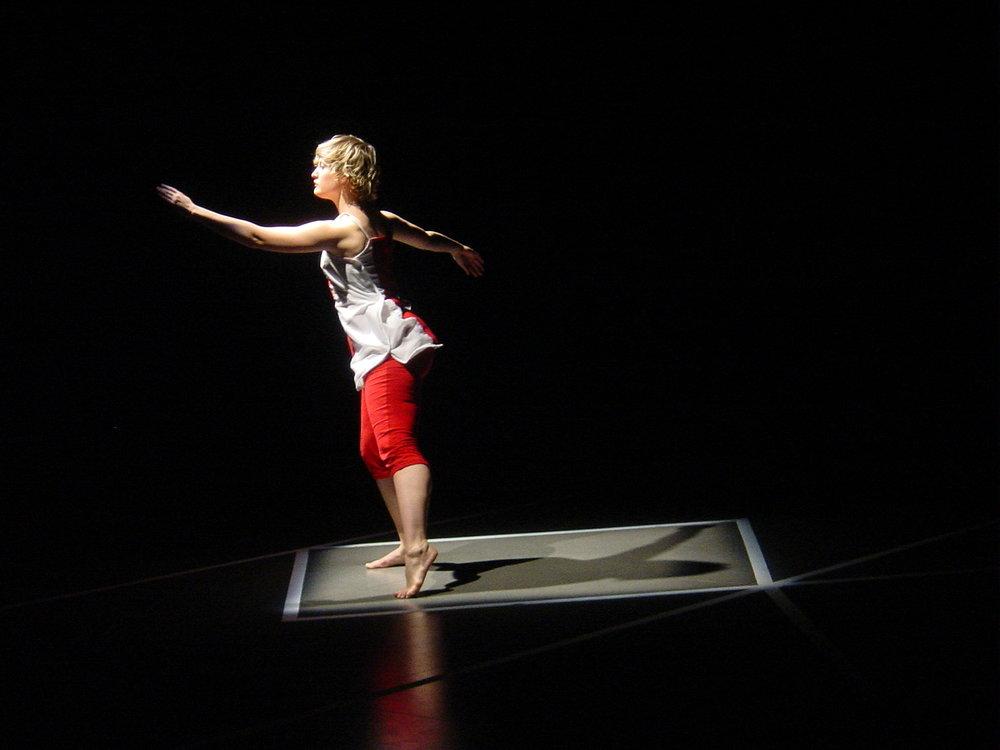 LE CUBE , Issy-les-Moulineaux, France (2004) Work:   Reflect  . Dancers: Christina Towle & Izumi Fugii