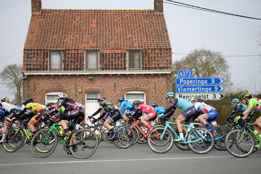 Peloton sweep around a house at Gent Wevelgem Elite Women 2018 - a 143 km road race from Ieper to Wevelgem on March 25, 2018. Photo by Sean Robinson/Velofocus.com