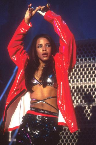 AALIYAH-Queen-of-R-B-aaliyah-23952892-333-500.jpg