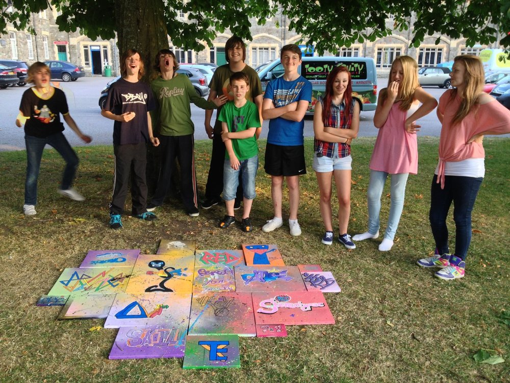 Street art inspired 'canvas-jigsaw' paintings with young people at Creative Youth Network, Kingswood