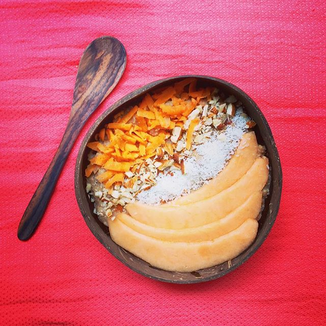 Spicy 'carrot cake' buckwheat meal made with cashew milk, chopped dates and coconut protein, topped with slices of cantaloupe, shredded carrots, crushed almonds and coconut flakes 🤤 * * * * * * #healthybreakfast #veganbreakfast #buckwheat #buckwheatmeal #plantbasedbreakfast #perfectbrekky #breakfastbowl #coconutbowl #cashewmilk #buckwheatmealbowl #coconutprotein #goplantmade #eatyourbreakfast