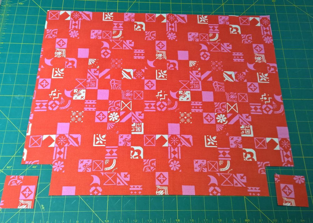 Here's my lining (don't you love this cute Cotton + Steel Clover print?) with my corners notched to allow me to box the corners for the side gusset.
