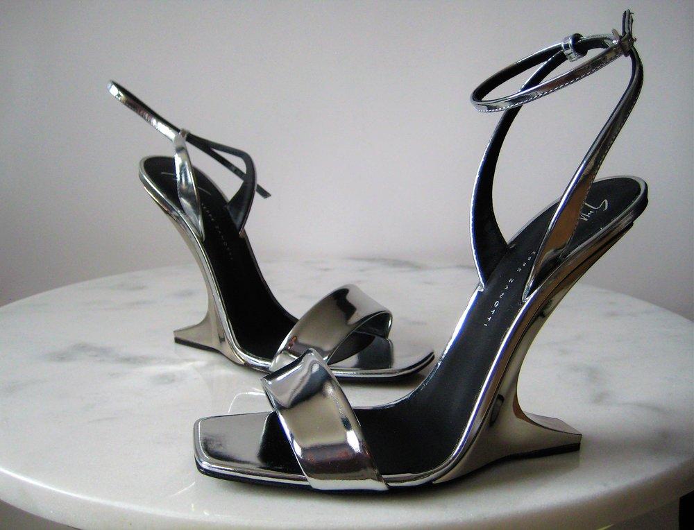 Giuseppe Zanotti — Women s Designer Fashion  d42712b547