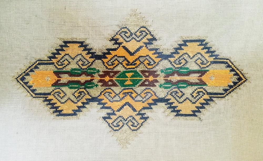 Embroidery made by artist's grandmother / sanatçının anneannesi tarafından yapılan nakış.Courtesy of artist / sanatçının izniyle.