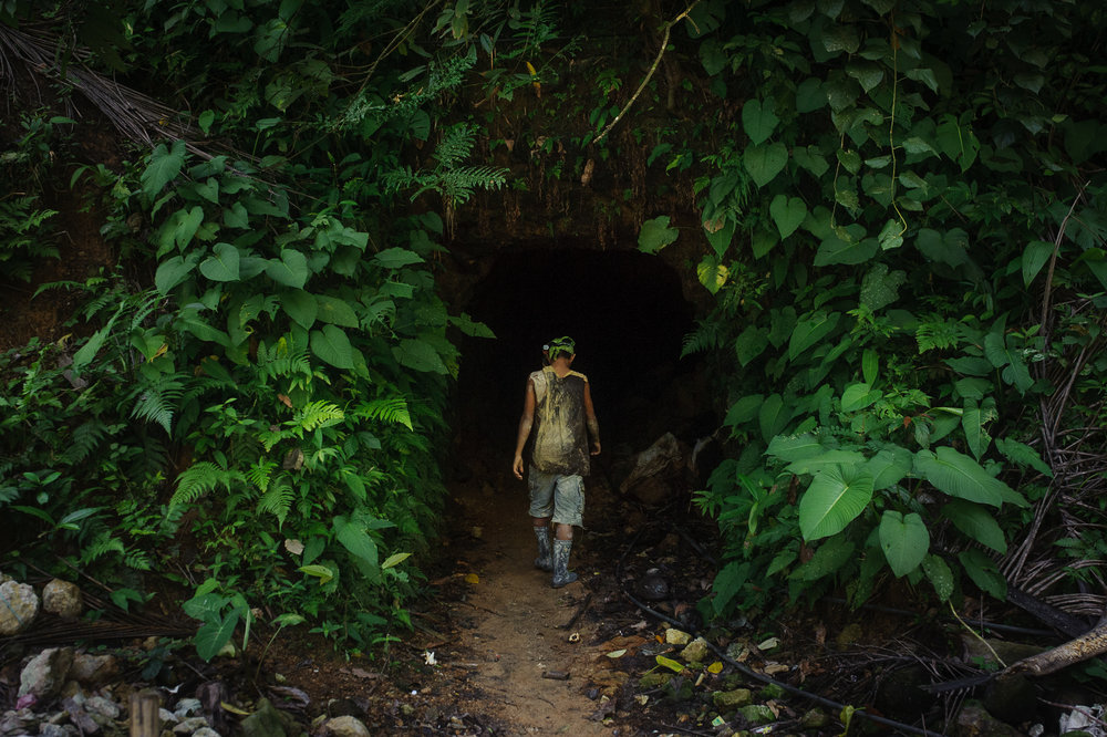 Leyte Gold - For many on the southern Philippine island of Leyte, illegal gold mining is the only source of income. Despite the dangers they head into their tunnels every day in the hope of striking it big.