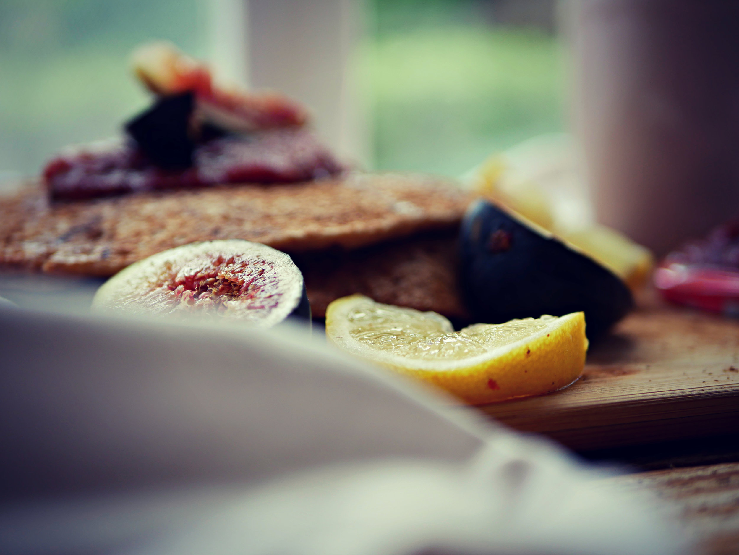 lemon and figs on pancakes