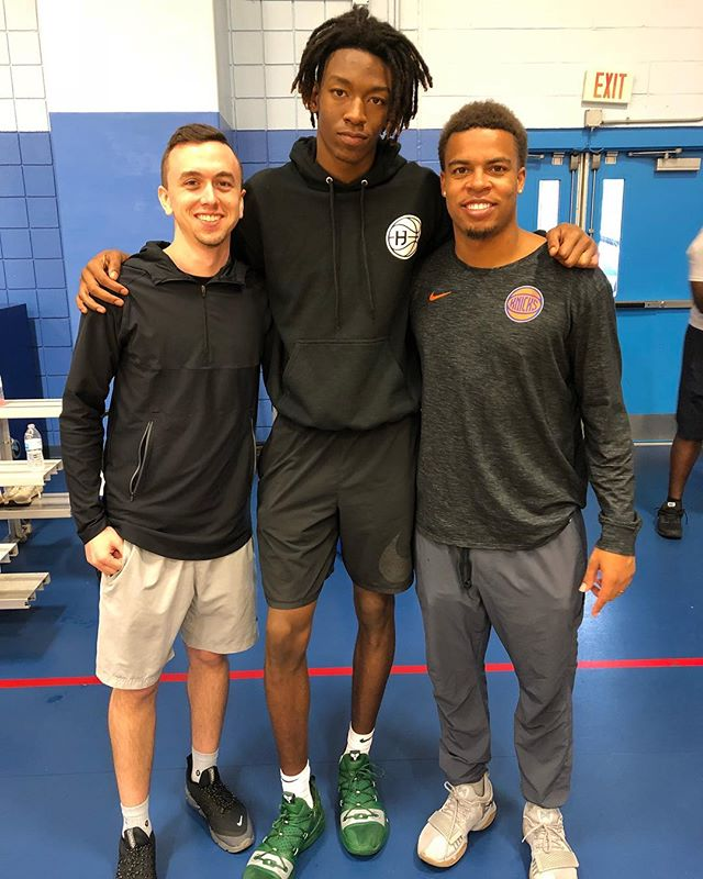 Big shoutout to one of the best players in the nation, and the best magician I know @cjwalker_14 on his commitment to @oregonmbb ! He is gonna be special special ! Dude is really just a genuinely good kid, And hilarious 😂. Proud of you bro, preciate your trust n allowing me to play a small part in your journey !! And big thanks for allowing our 8th grade squad to check our workout this weekend, and giving them a speech they will never forget !#PBBFam